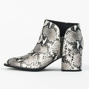 NWOB Seychelles Leather Snake Chaparral Booties